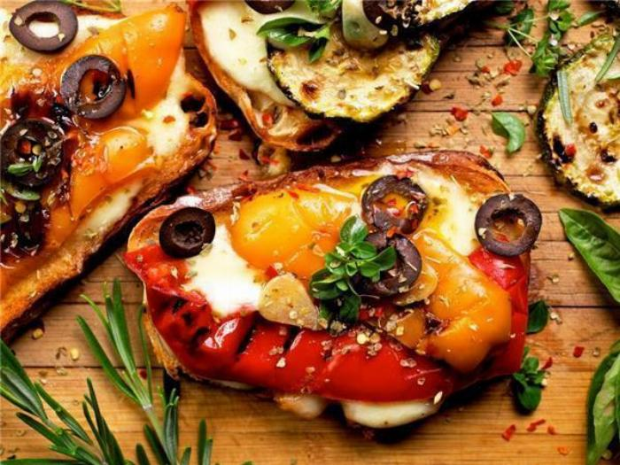 Bruschetta Grilled Peppers With Creamy Burrata Cheese