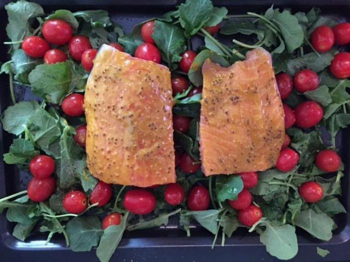 One-pan Salmon Kale & Tomatoes