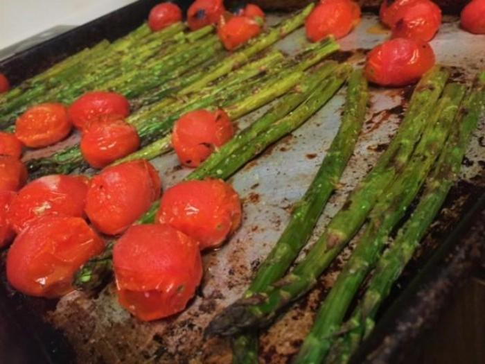 Balsamic Roasted Asparagus And Tomatoes