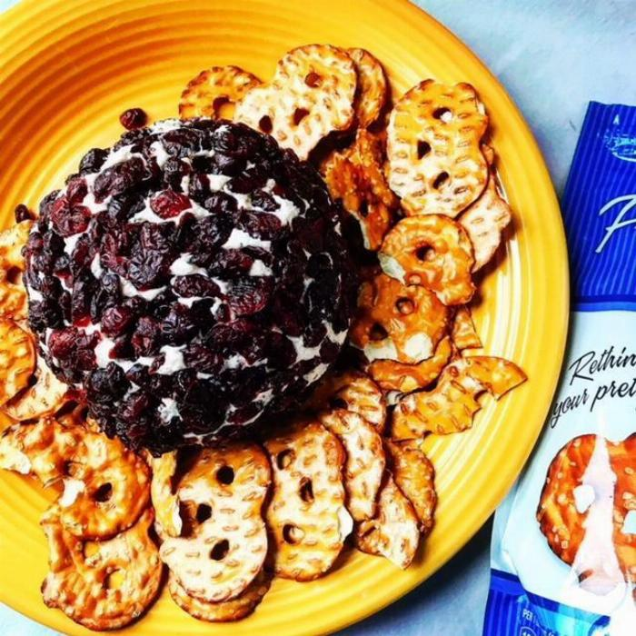 White Cheddar & Sage Cheese Ball