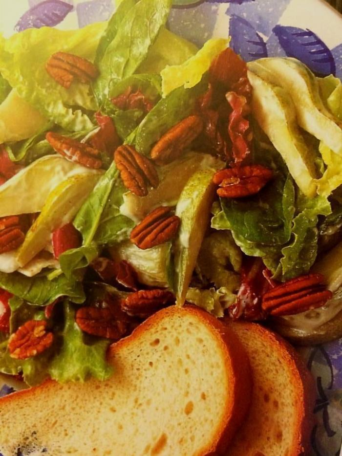 Pear And Pecan Salad With Blue Cheese