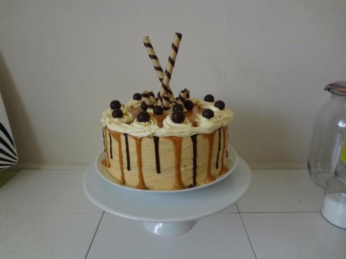 Caramel & Chocolate Drip Cake