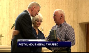 Military honors given to family of Opelousas WWII hero