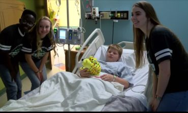 LHS Students Share Valentines Day Gifts With Cancer Patients