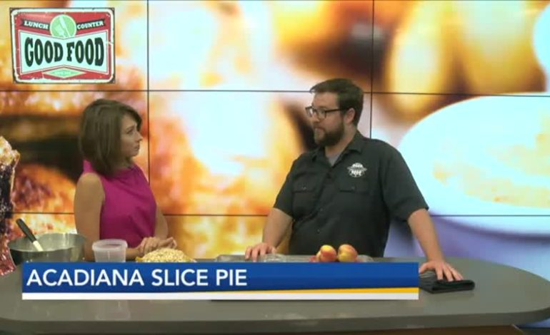 Get Your Summer Taste Buds Ready, Peach Bourbon Pie Is Here And It's So Good
