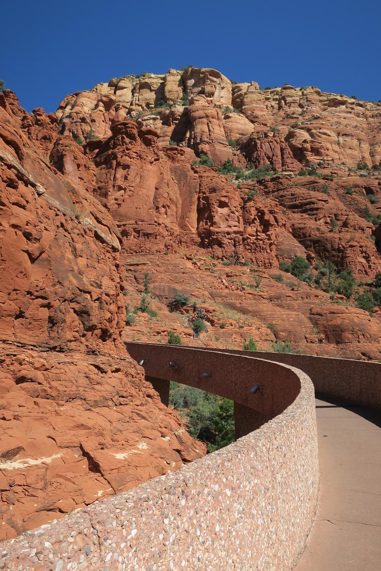 Photo of curving walkway