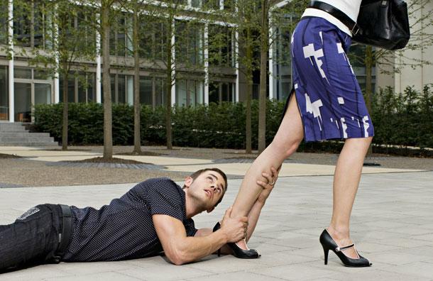 фото женщины унижают мужчин фото