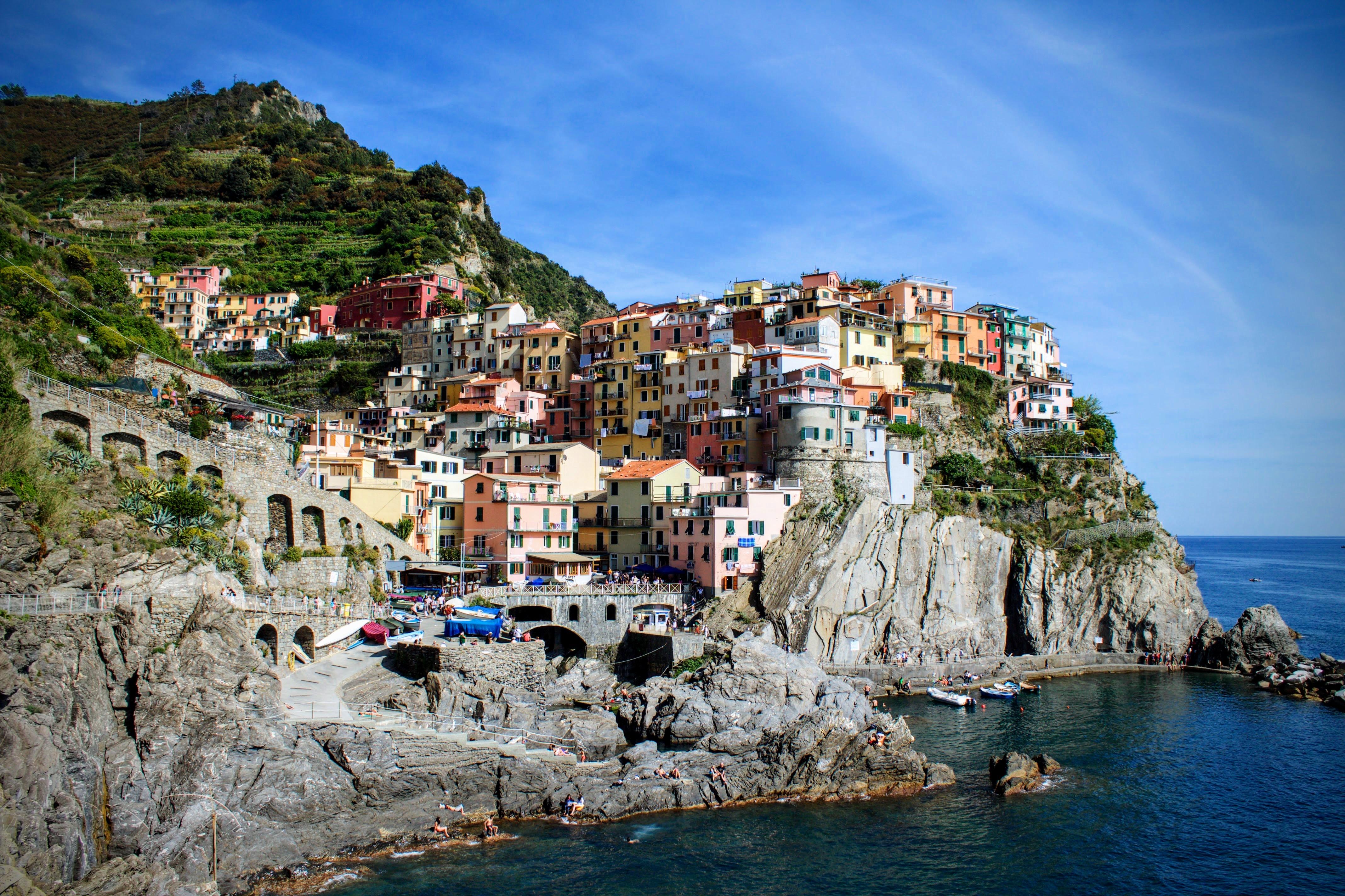 1 Visually Stunning Cinque Terre Is Comprised Of 5 Very Tiny Towns Clinging To The Cliffs Along Coast Italy Riomaggiore Corniglia Manarola
