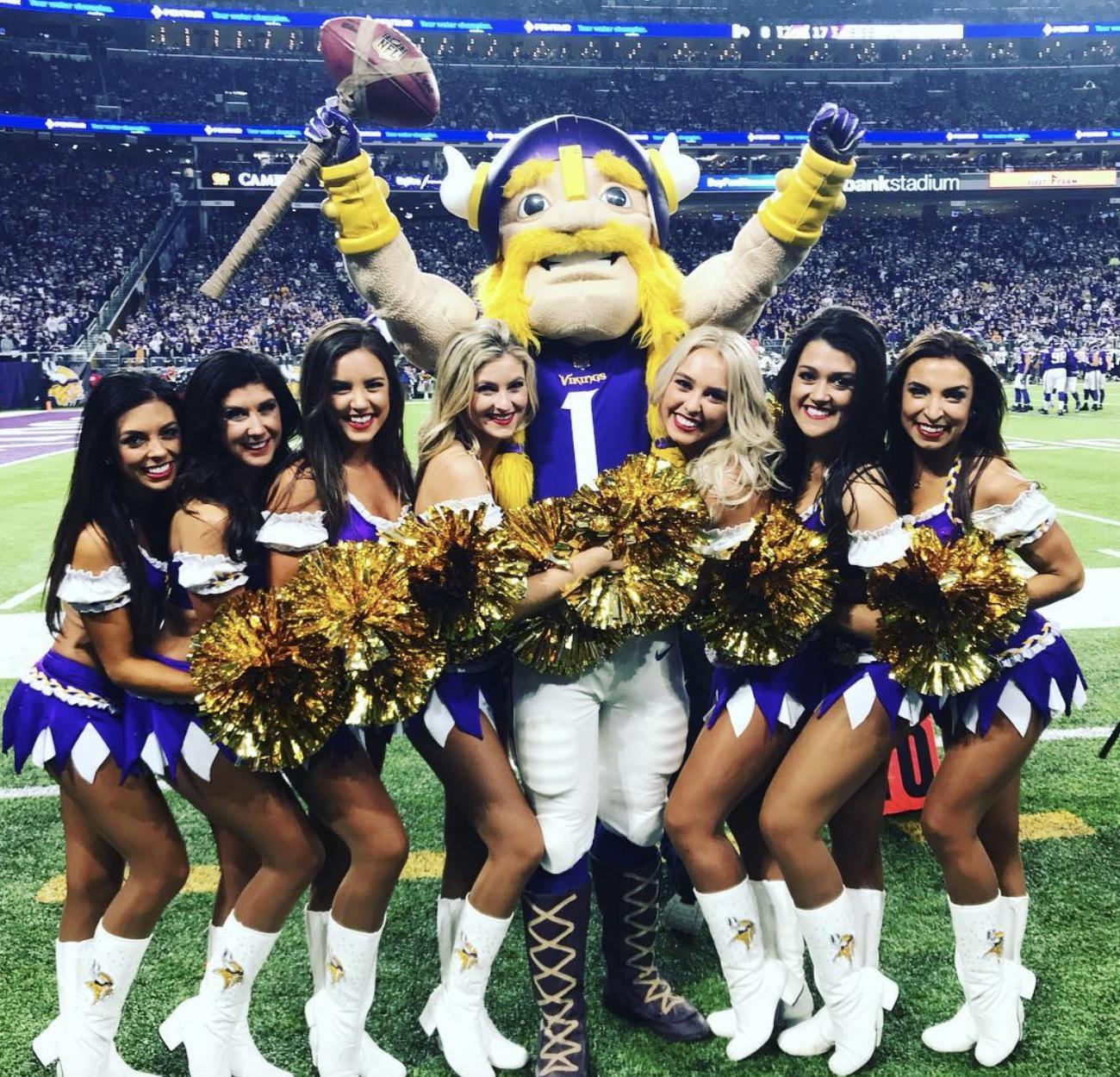 Cheerleaders Mn pantyhose vikings wearing