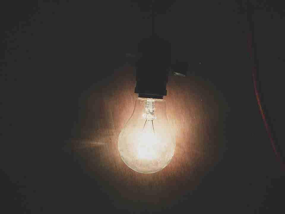 an incandescent light bulb as a cheap alternative