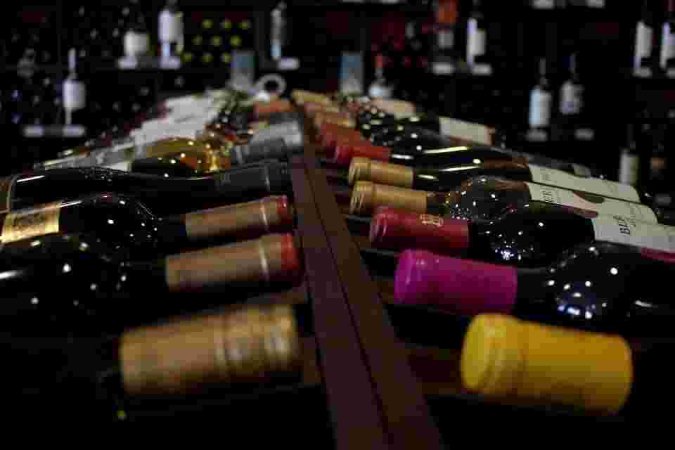 red and white wine have different effects on heme absorption