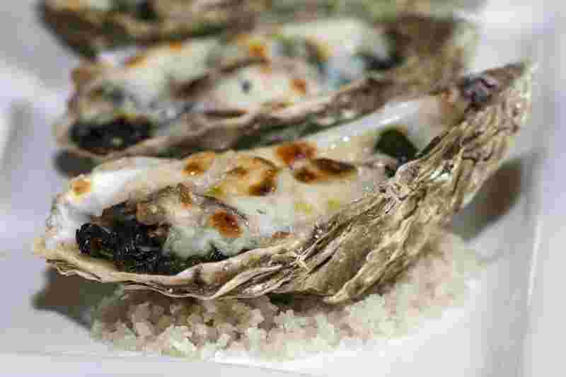 oysters, displayed as an example of zinc-rich food