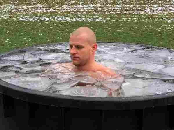 again a picture of Bart Wolbers doing cold tub therapy with ice water