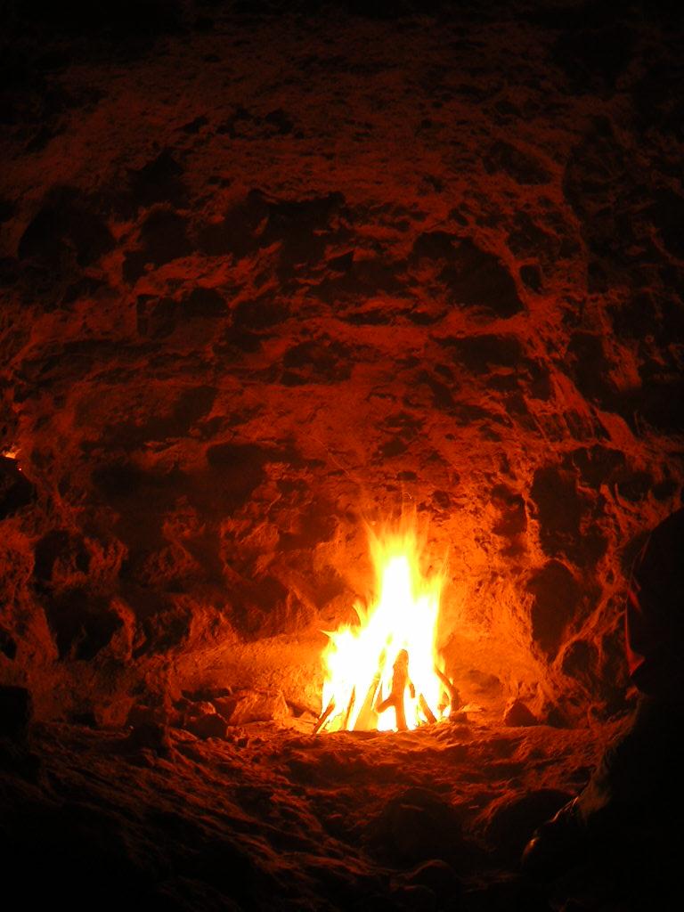 Danza de espadas bajo la lluvia [Ororo] +18 Vkc7cJoTR9mNkV7FqnnP_fire_in_a_cave