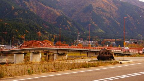 赤色が美しい天狗橋