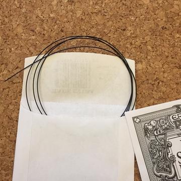 黒いナイロン弦、かっこいい!