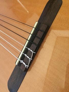 完成形、抜けやすい1弦から端を縛る形