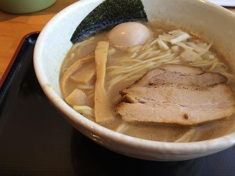 味玉鶏煮干しラーメン730円(2015年現在)