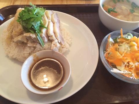 蒸し鶏のせ炊き込み御飯(バンコクチキンライス)