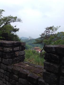石のエリア展望台より遥か先の白鳥城ののぞむ