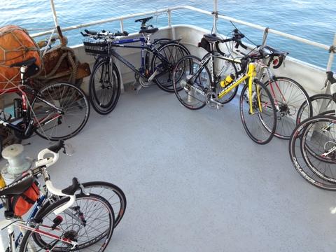 自転車は船の後方