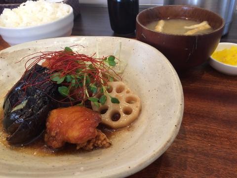 一番人気の鳥と野菜の中華風揚げ煮定食
