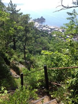 振り返ると曽々木海岸と窓岩の絶景