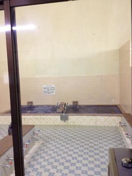 深め浴槽と浅めバイブラ槽
