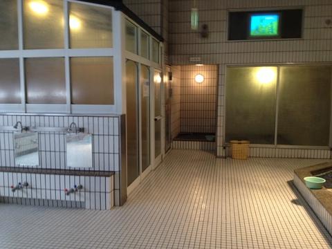 複数の浴室が並ぶ