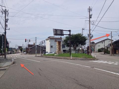 六角堂交差点を右へ