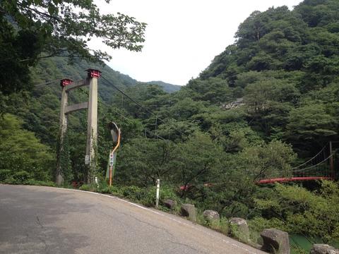 途中にある吊り橋。定員制限あり