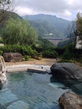 小牧ダムと牛岳を望む抜群の展望