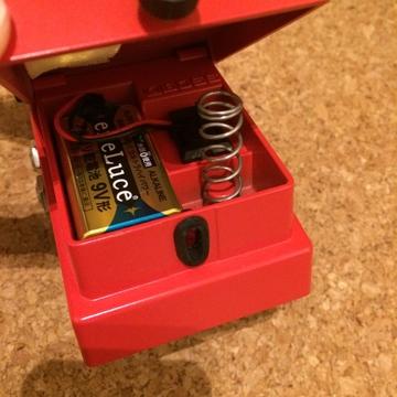 電池はペダルの中に