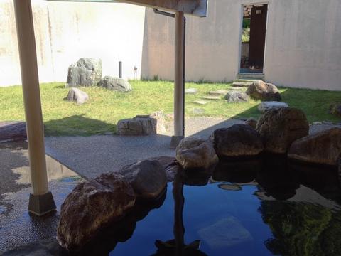 岩づくりの露天風呂