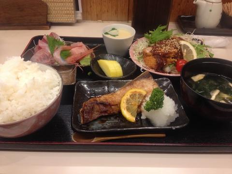 おまかせ定食1200円(2014年現在)