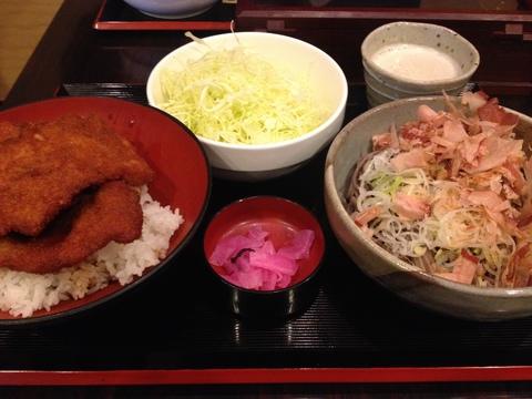 ソースカツ丼とおろし蕎麦を一度に食べられるソースカツ丼定食