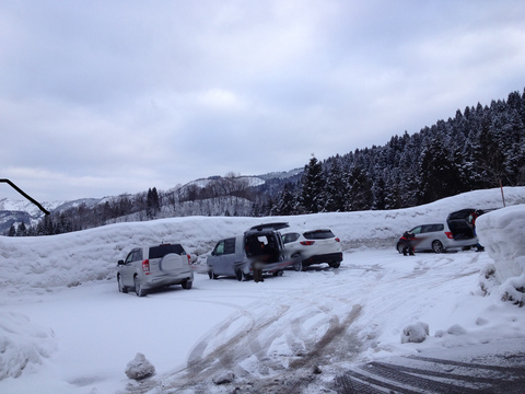 除雪された広い駐車場