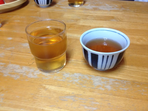 熱冷二種類のお茶がだされるのも特徴
