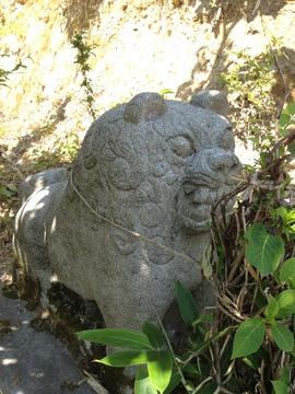 林道丸島線途中。謎の像が立ち並ぶ場所。詳細求む?