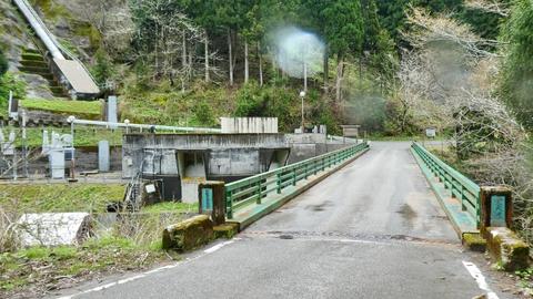 堂大橋(昭和49年4月架) 渡って右手に空きスペースがあるので駐車してスタート