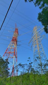 北陸電力 能登幹線鉄塔と関西電力大黒部幹線鉄塔の2ショット