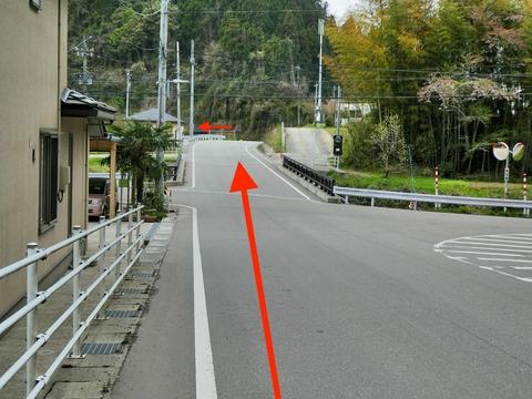 牧町のまきどんど橋(金腐側)。まっすぐ突き当たり左折がわかりやすい