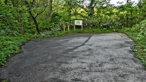 高尾山登山口、駐車スペースがあるので往復コースの場合はここに駐車