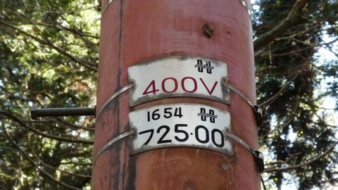 電圧も珍しい400V