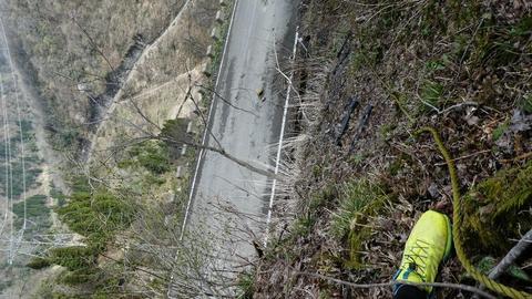 スリリングな登り。ところどころロープ