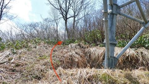 次の鉄塔加賀幹線28番へ左奥南側より