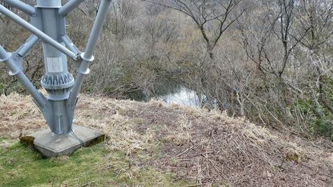鉄塔加賀幹線30番の奥に・・あった池