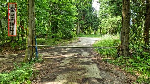 林道畠尾線終点。ゲートがあるが登山車は通行可能