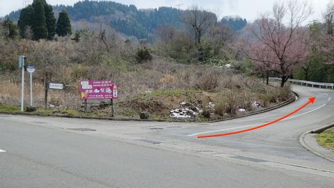国道359の脇道からゴルフ場方向へ