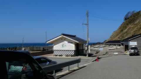 猿山深見側駐車場、トイレもあり
